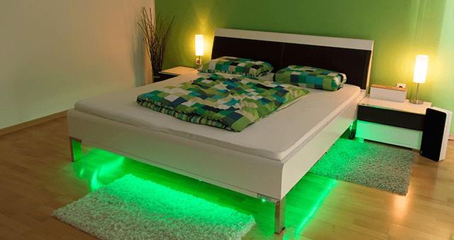 LED podsvětlení postele