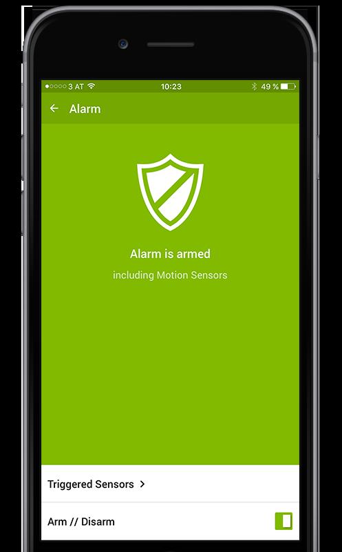 zastřežení domu automaticky, tlačítkem nebo v aplikaci