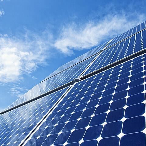 solární panely a vlastní energie