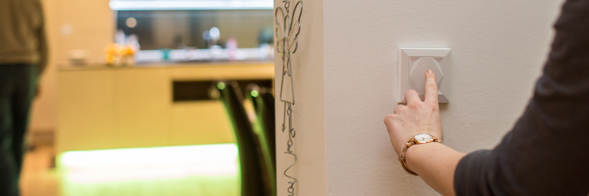chytré tlačítko na zdi