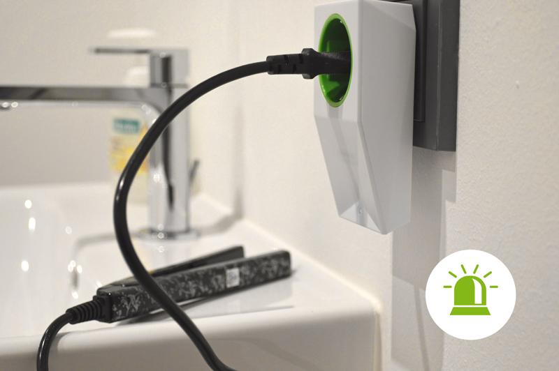 Smart Sockat Air v koupelně s žehličkou na vlasy