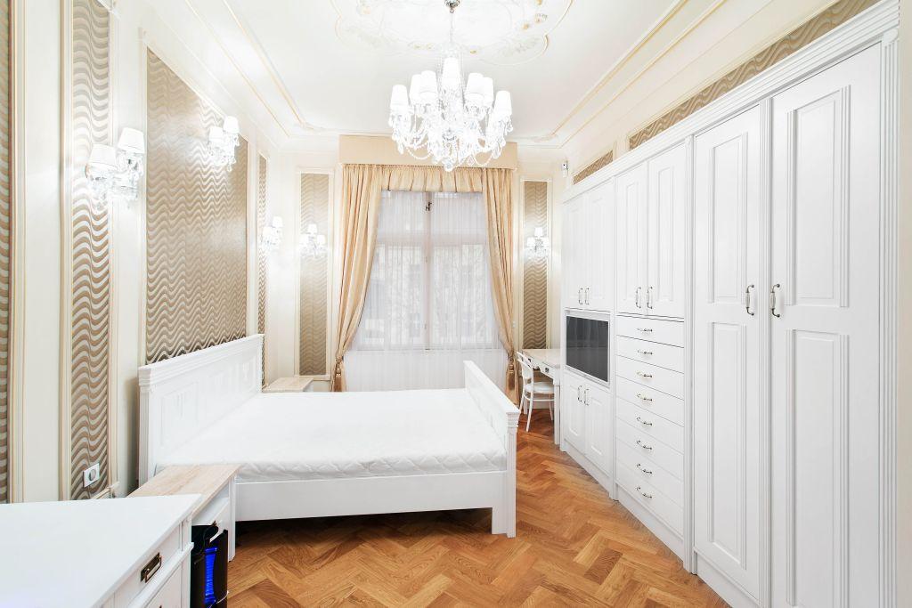 žaluzie v pokoji pro hosty