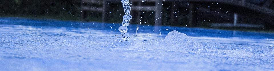 vodní hladina bazénu