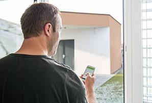 zahradní domek budoucnosti bez vypínače ovládaný pomocí smartphonu