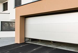 automatické upozornění na dlouho otevřená vrata v chytrém domě