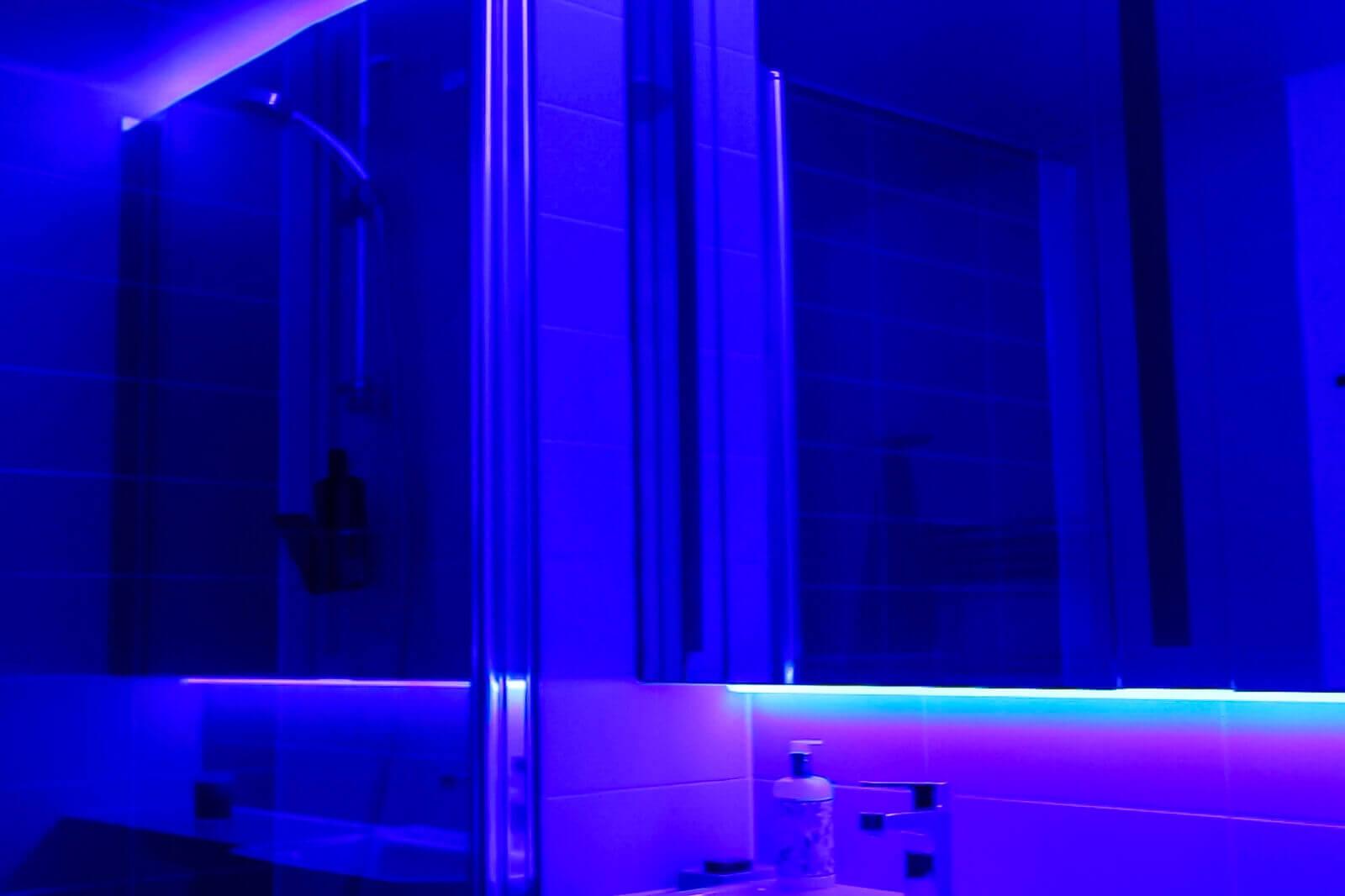 podsvětlení zrcadel LED