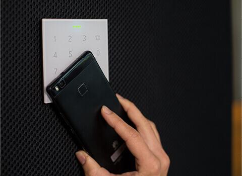 skenování nfc štítku pomocí klávesnice NFC Code Touch