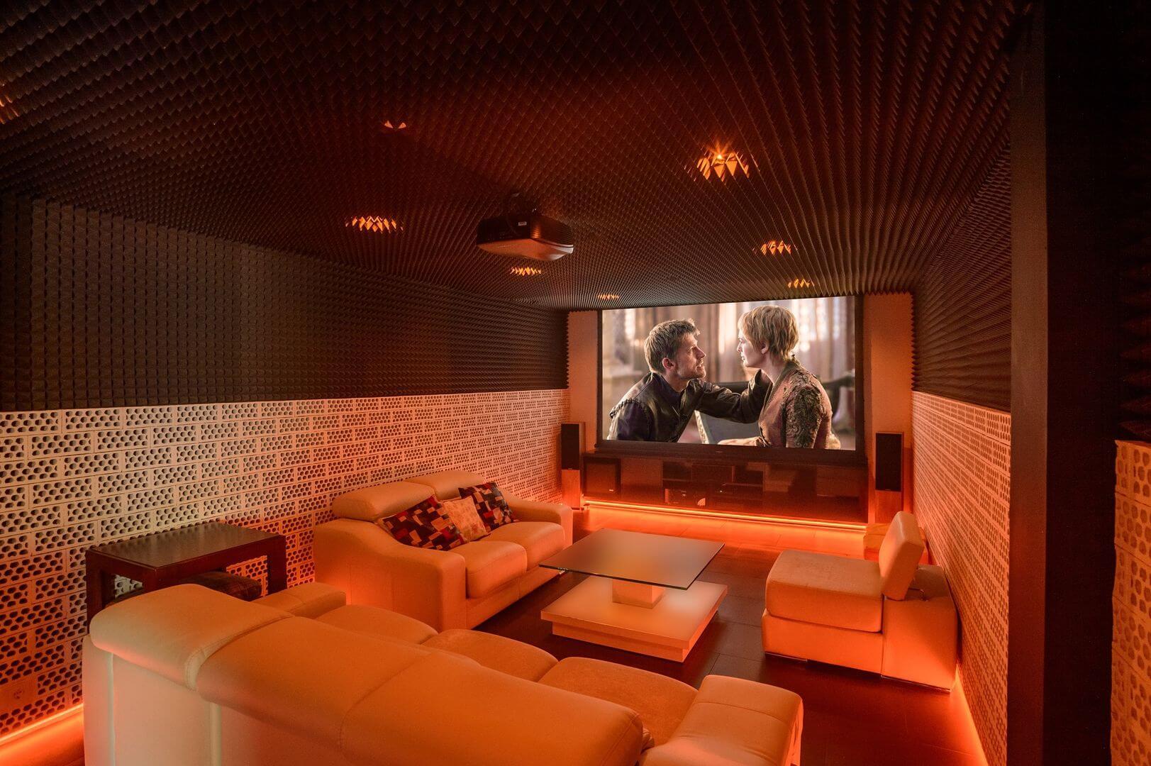Domácí kino s projektorem