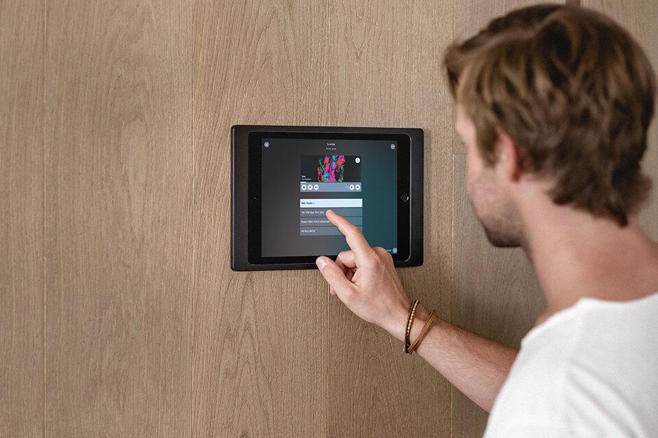 (c)Loxone_iPad-Wallmount-App-DE_17
