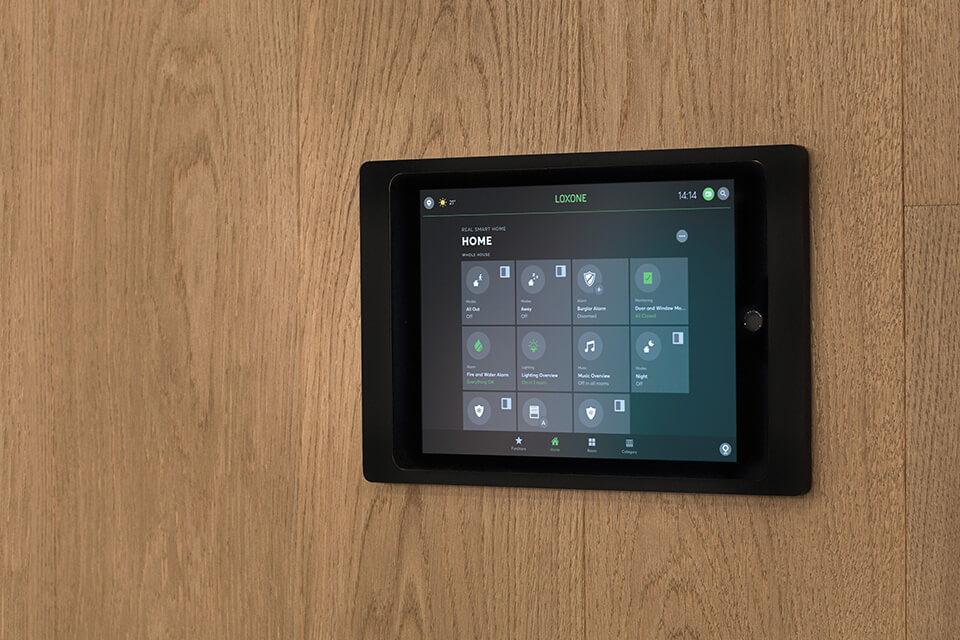 (c)Loxone_iPad-Wallmount-App-EN-960x640_16