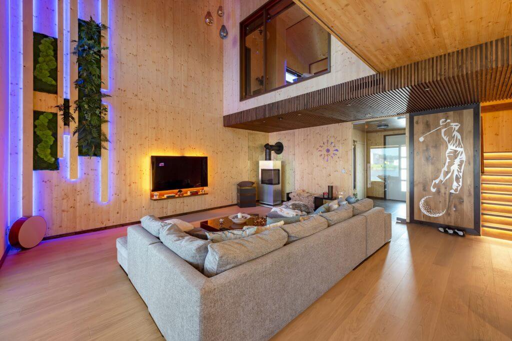 Velká obývací pokoj s ukázkou světelné scény