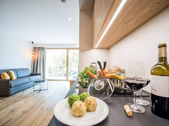 Obývací pokoj s kuchyní v rezidenci Alpenrose