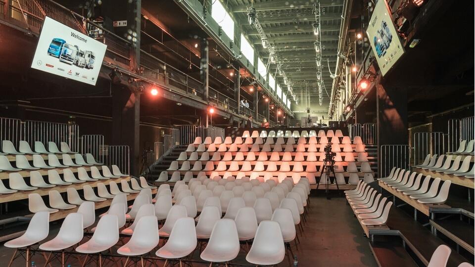 Sedadla v hale Motorwerk