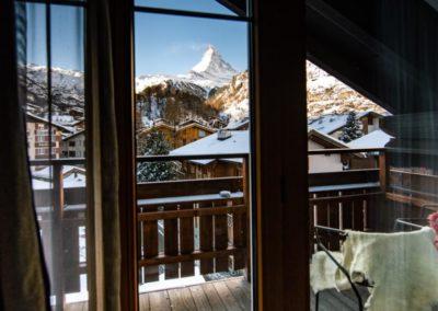 Z hotelu Julen je přímý výhled na horu Matterhorn