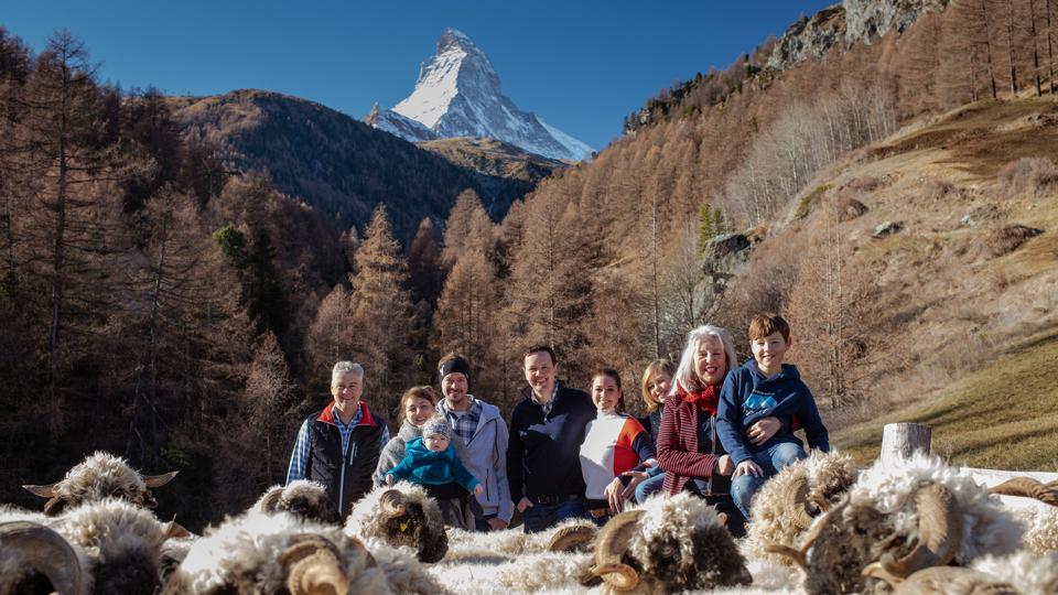 Rodina v okolí hotelu Julen