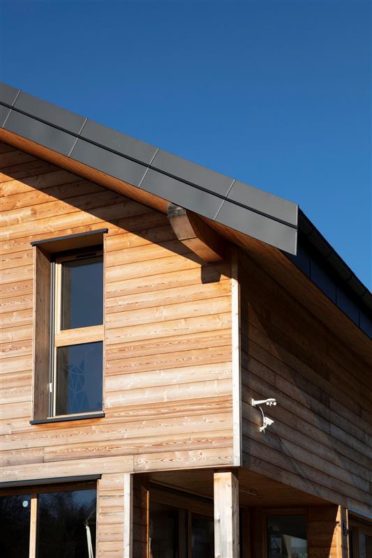 Střecha s fotovoltaikou