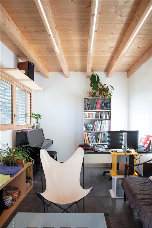 Pokoj s dřevěným nábytkem