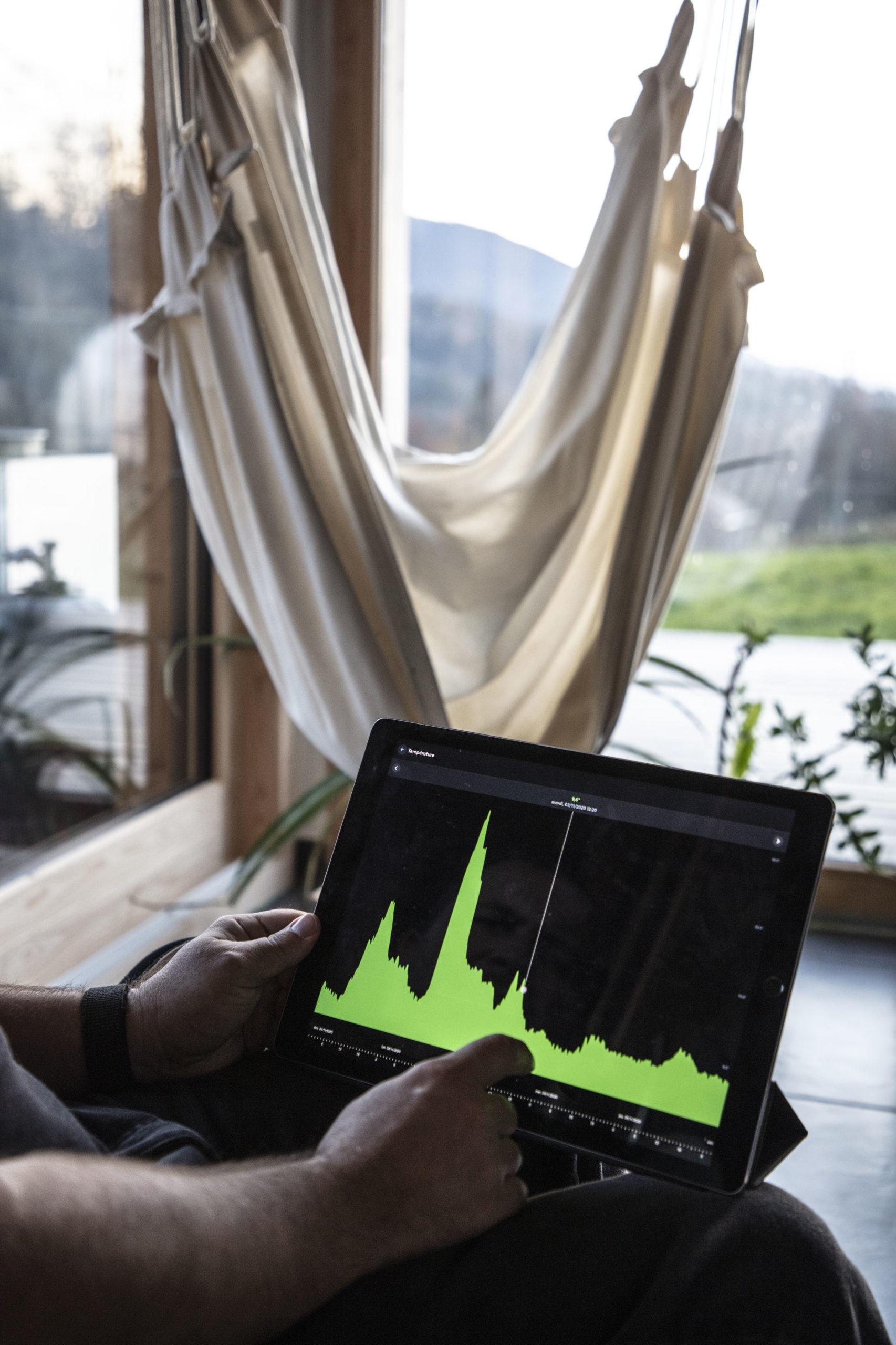 Rodina má přehled o automatizované FV síti na iPadu