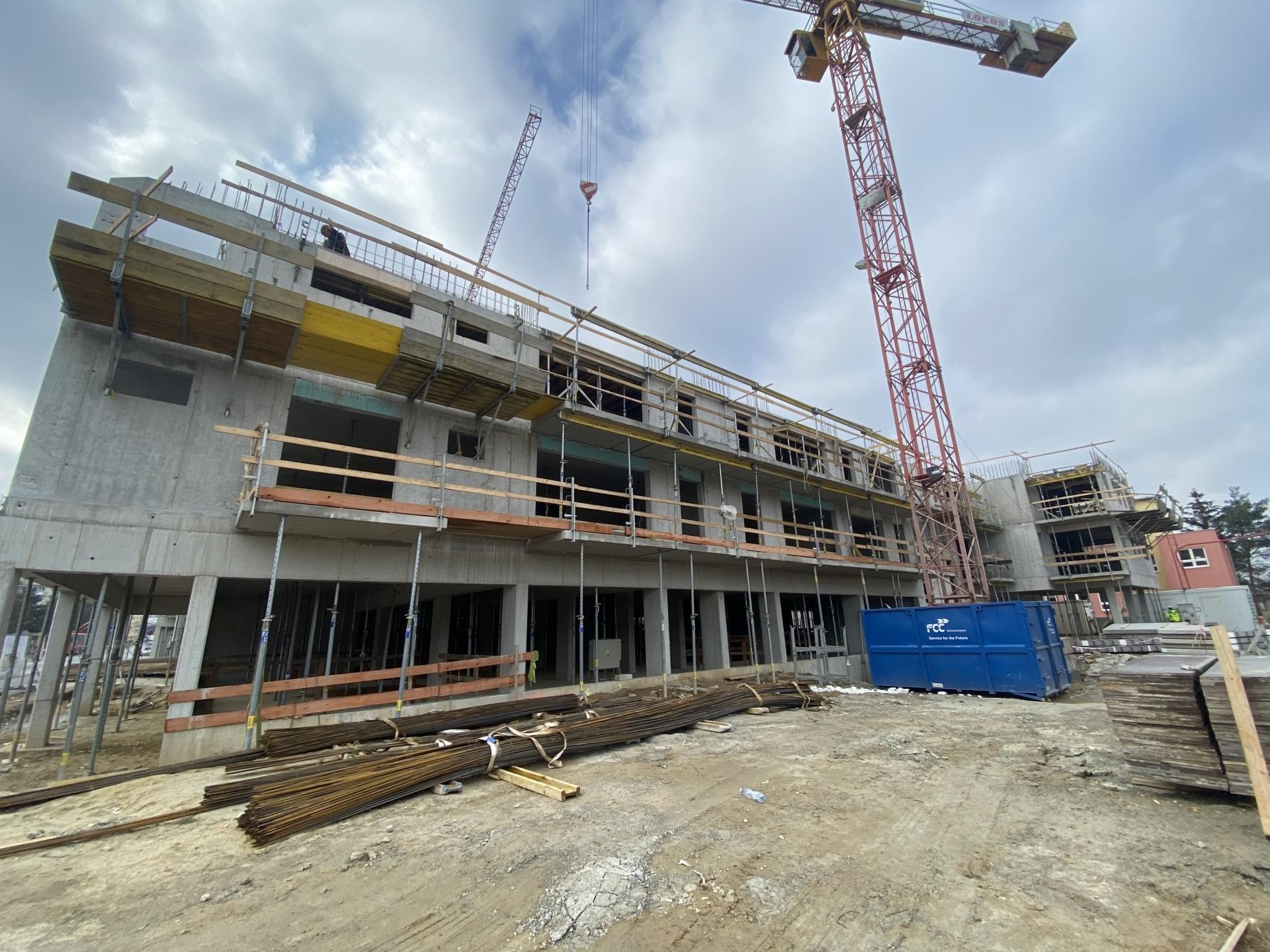 Stavba v březnu 2021