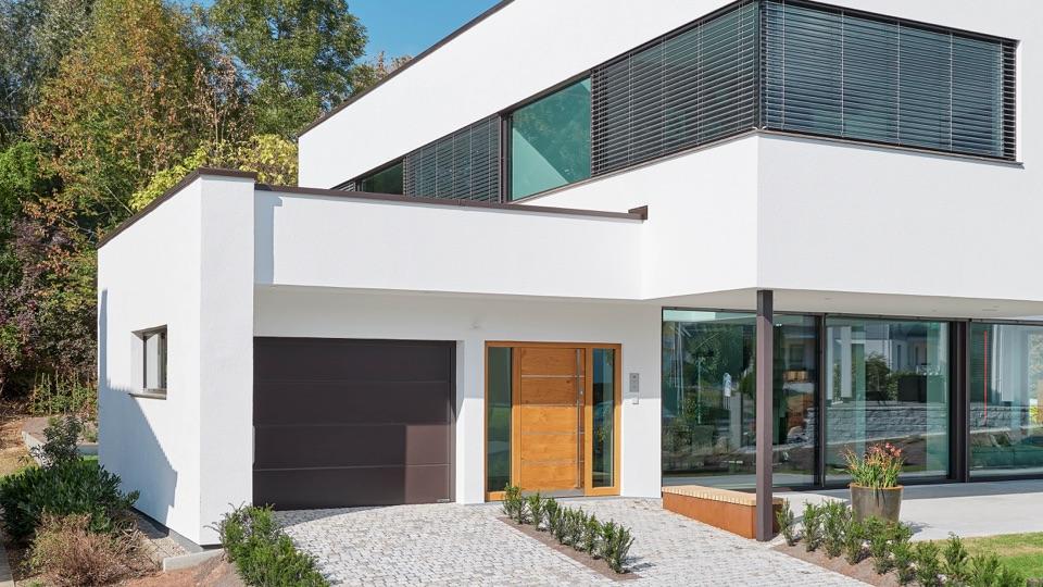 Bílý moderní dům