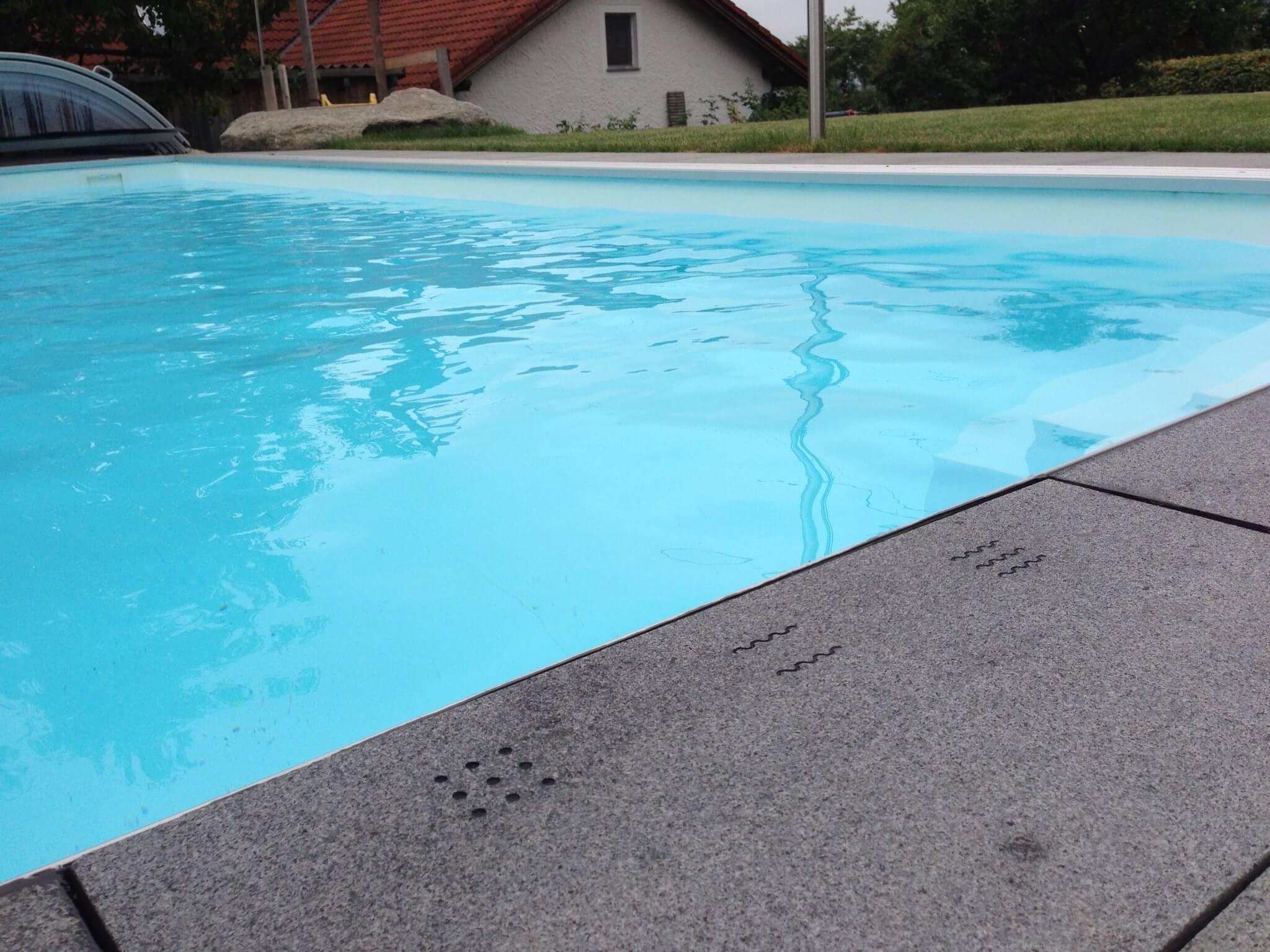 Plitsch platsch 7 einzigartige smart pool features loxone blog de - Poolumrandungen ideen ...