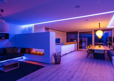 cloxone-showhome-wohnbereich-blau-violett
