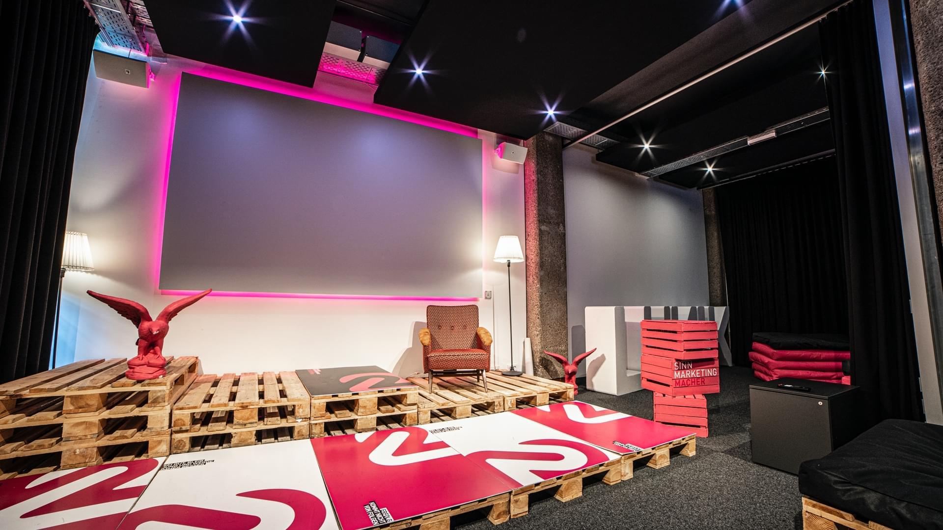 Lunik 2 – Multimedia Room mit Loxone ausgestattet