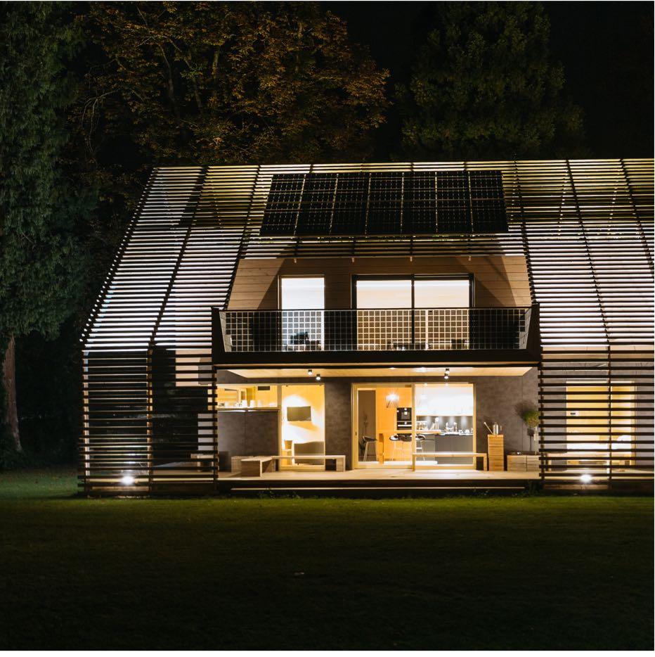 Futuristisches Plusenergiehaus