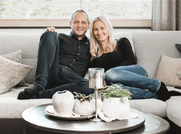 Sabrina und Andreas in ihrem Smart Home
