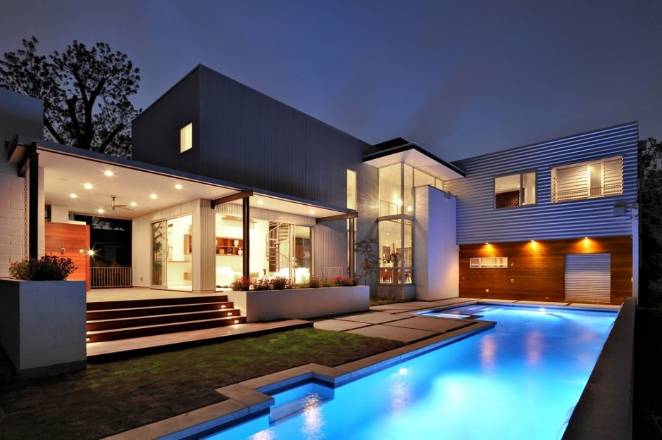 Some of the widespread types of modern houses is the seaside - model modern house
