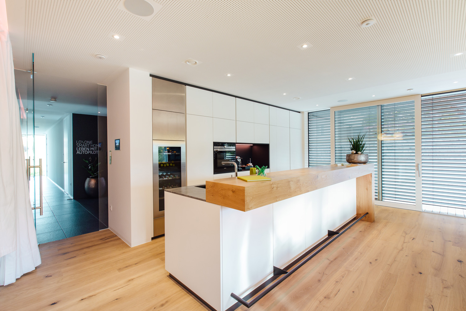 Kitchen in a Loxone Smart Home, with a Motion Sensor Air on the ceiling.