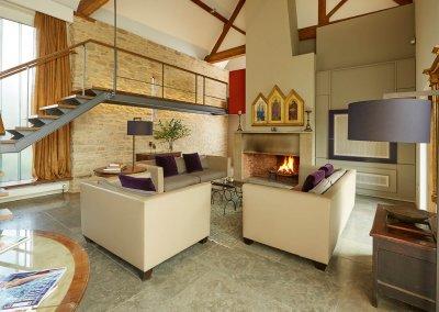 EN_CS_Photo_Whistlers-Barn_Lounge-area-2