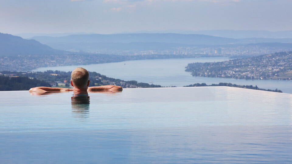 Woodtli infinity pool edge
