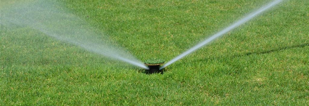 Preparado para el buen tiempo consiga un jard n for Aspersores de agua para jardin