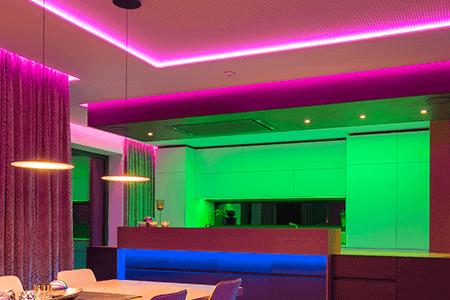 Auch im Showhome wurde bei der Lichtplanung auf indirekte Beleuchtung mit LED Streifen gesetzt