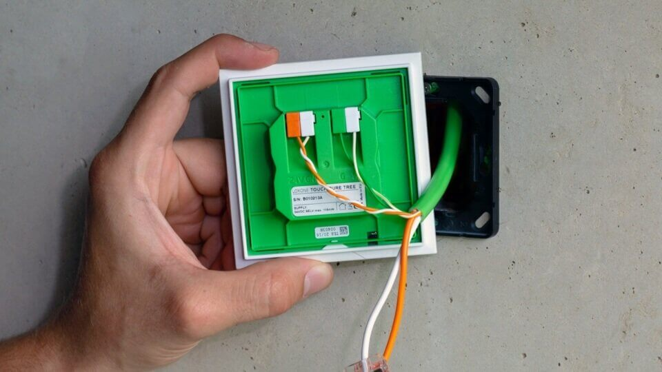 Loxone touch câblé avec câble Tree