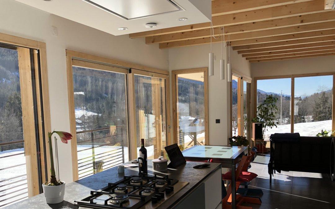Maison passive en Savoie sans chauffage: économies énergétiques grâce à Loxone
