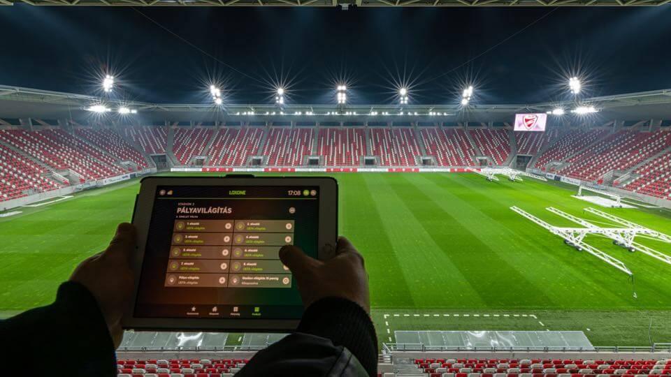 Stade de Foot DVTK : projecteurs pour terrain de football contrôlés par Loxone