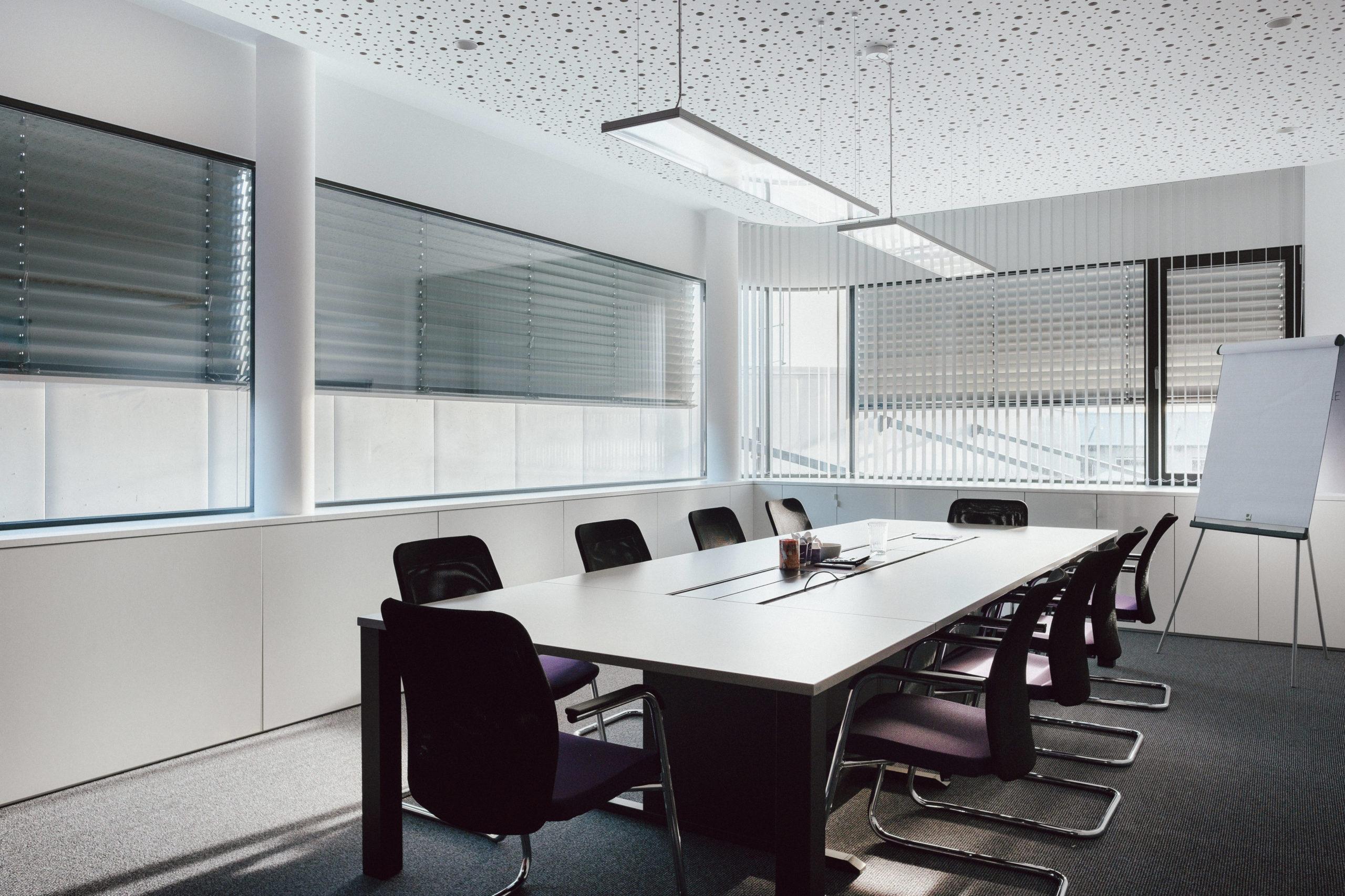 Salle de réunion de bureau moderne