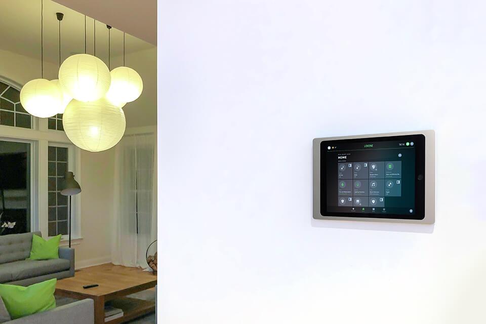 (c)Loxone_iPad-Wallmount-App-EN-960x640_5