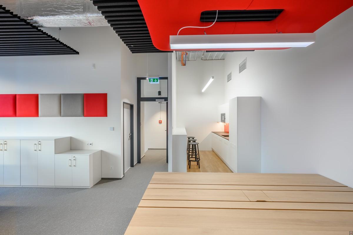 Kuchynka pre zamestnacov showroomu Jura