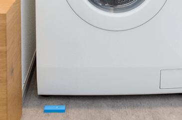 Wassermelder unter der Waschmaschine