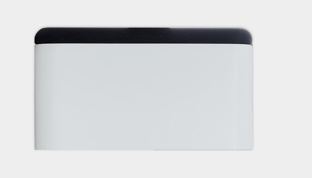 Białe tło a na nim Wall Speaker, pokazany od góry