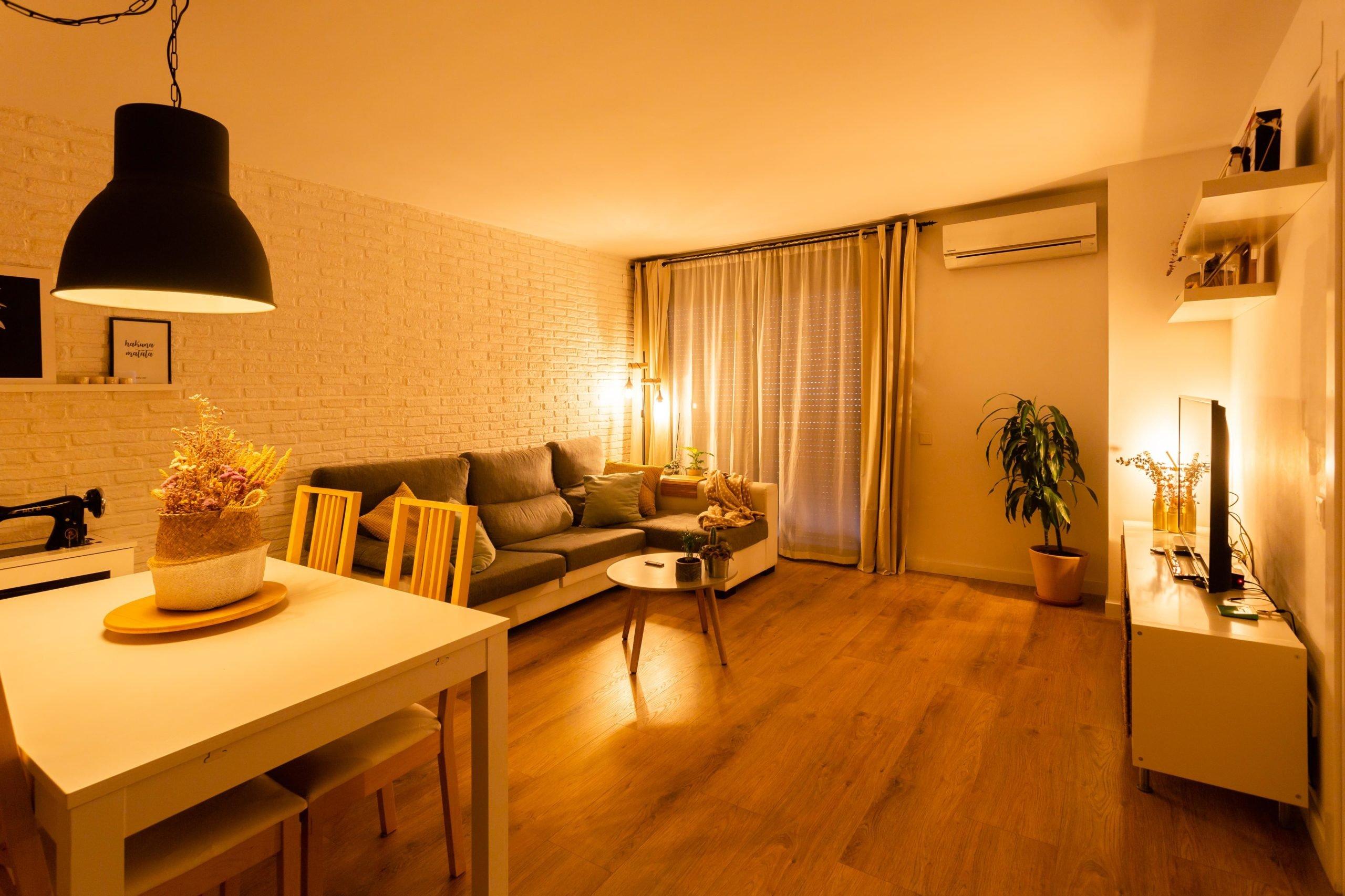 Salon w inteligentnym mieszkaniu