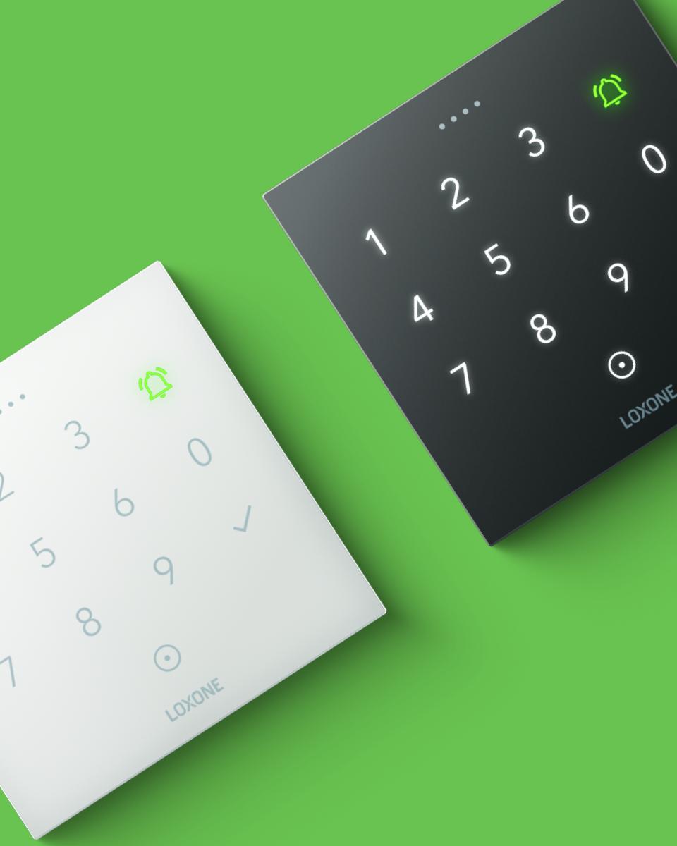NFC Code Touch v bielej a antracitovej farbe