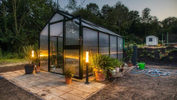 Ovládanie osvetlenia na záhrade