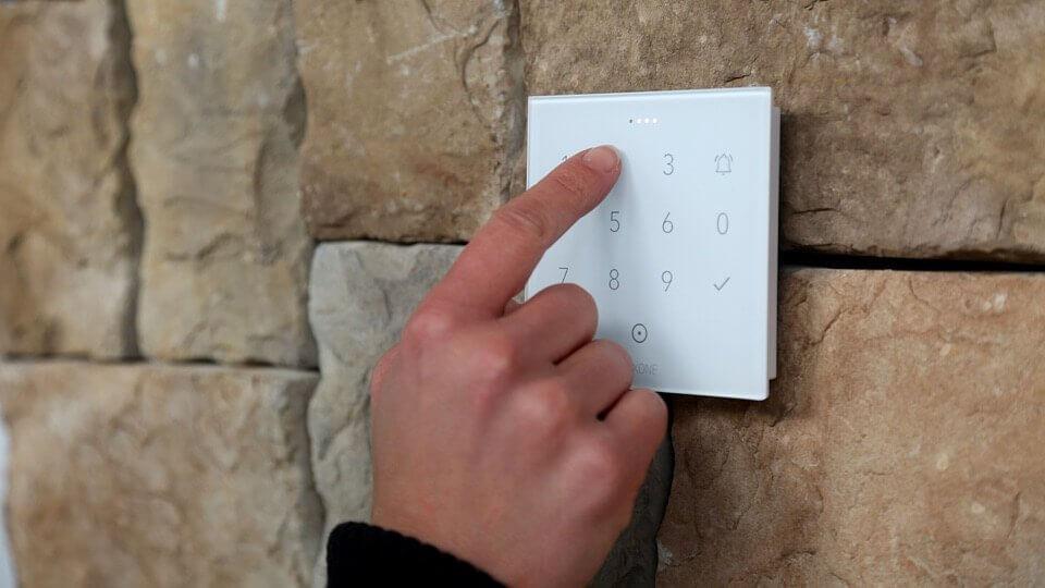 Zadávanie kódu na NFC Code Touch